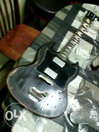 Want to buy broken or damaged guitars مسقط -  1