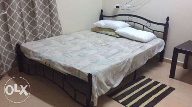 Queen size bed with mattress روي -  1