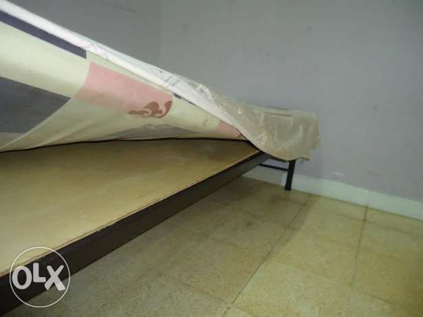Exp Leaving - Single cot for sale - Hurry up. صحار -  2