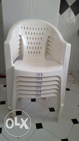 6 good quality plastic chairs at less price