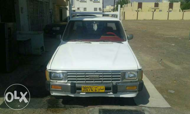 Pickup toyota 1984 model good condition mulkia expire on 15/8/2017 البريمي -  7