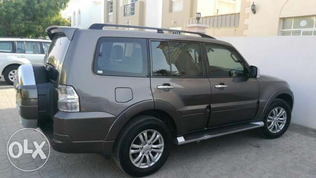 Brown 3.8 Pajero 2013. Low KMs, Full option, Complete Agency Service