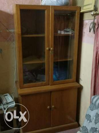 Dark brown wooden Cupboard مطرح -  2