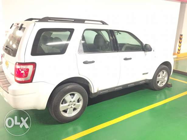 REDUCED PRICE Great Condition Expat Driven Ford Escape 3.0. / 4WD! مسقط -  3