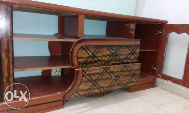 TV Cabinet - Wooden Good Condition. صحار -  4