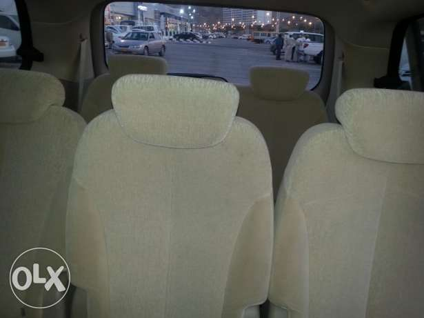 (7 seater)2012 kia carnival full automatic مسقط -  4