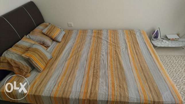 Queen size bed, same as new. مسقط -  1