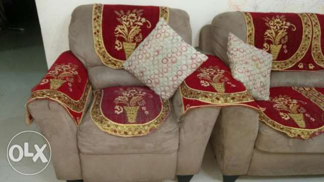 Sofa set 3+2+1- Al Khuwair for sale مسقط -  4