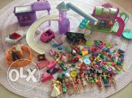 Lots of Polly pockets sets.