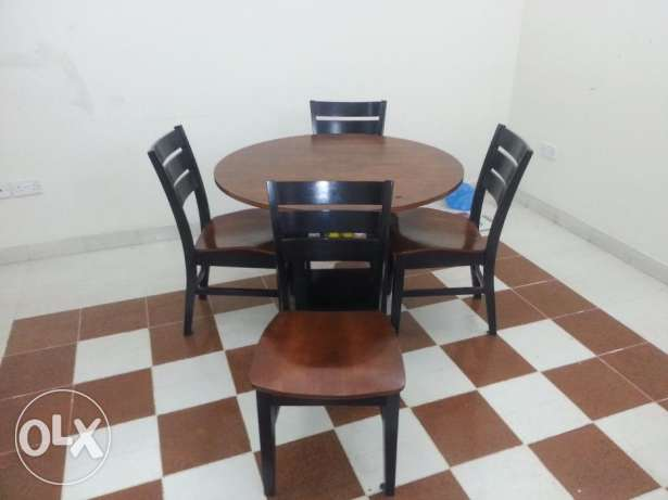 Excellent Condition - Round Dining Table - Home Center - 1 + 4 مسقط -  1