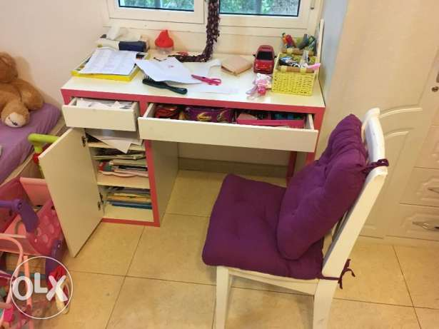 Small table for kids + chair - Expat leaving Oman