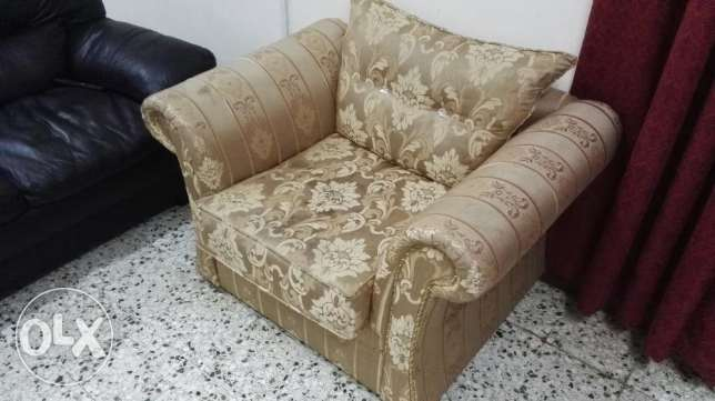 sofa chairs-2, 1 king size MDFcoat with Bed and 1 king size iron coat مسقط -  4