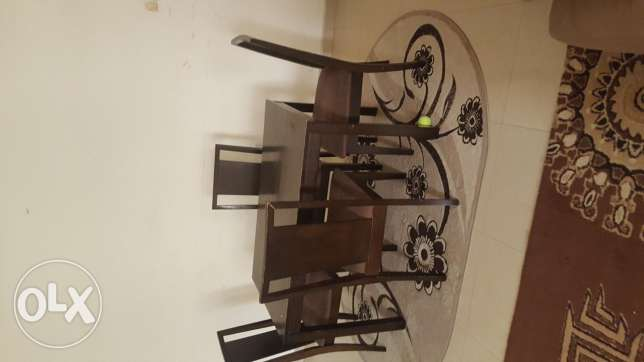 Dining table with 4 chair and carpet