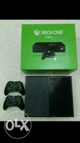XBOX ONE 1TB with 2 controllers and 1 game مسقط -  1