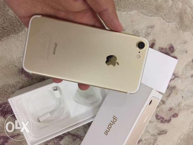 iphone 7 gold color 128GB only one month used مسقط -  2