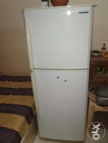 Samsung RT24AS Refrigerator for Sale in Qurum.