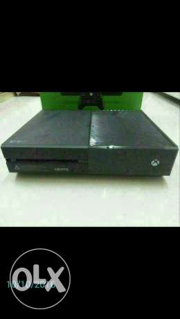 XBOX ONE 1TB with 2 controllers and 1 game مسقط -  2