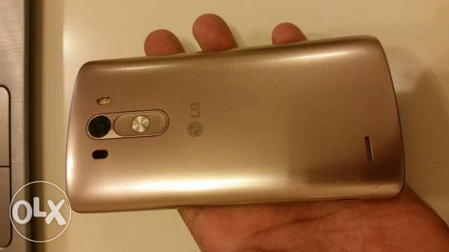 LG G3 .16 Gb Gold. Good condition except small dent on body. see photo مسقط -  2