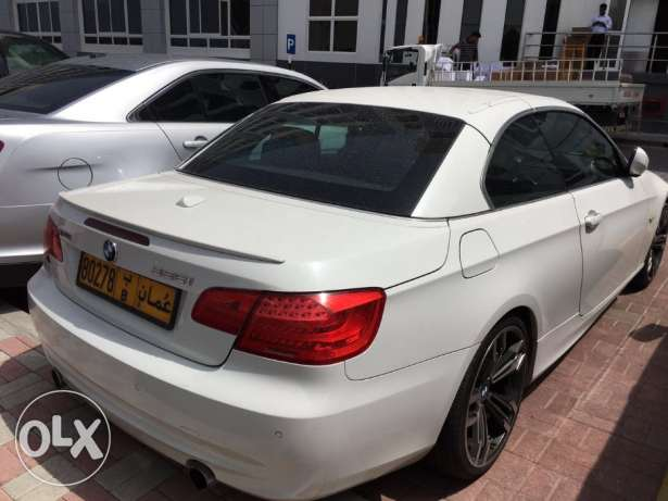 BMW Excellent Offer! 2011 BMW 335i convertible 75,000KM full insurance مسقط -  4