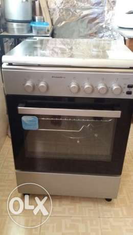 4 Burner Cooking Range 2Yr old Excellent Condition Reduced price مسقط -  1