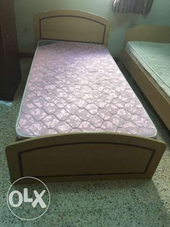 Single wooden bed with medical mattress مسقط -  3