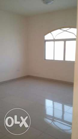 new flat for rent in almawaleh south with 2 balcony مسقط -  4