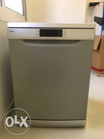 *Urgent Sale* Midea Dishwasher less than 1 year old مسقط -  1