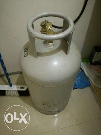 Gas cylinder with burner