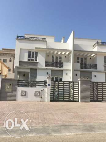 New villa for rent in bosher hights 6 bhk for 900 مسقط -  1