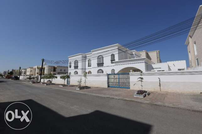 Villa for rent in South Mowaleh 5 bedrooms, Garden, Maid, Driver room