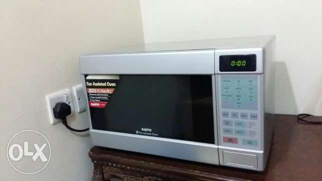 Convection grill microwave oven for immediate sale