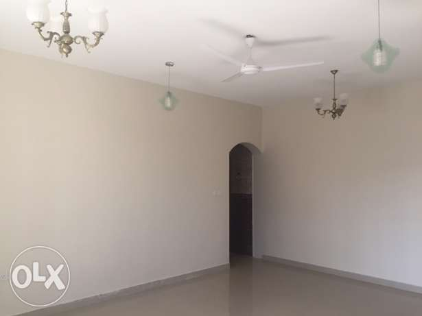 Wide Flat in South Ma'abila (first floor) 2 minutes to Indian School السيب -  2
