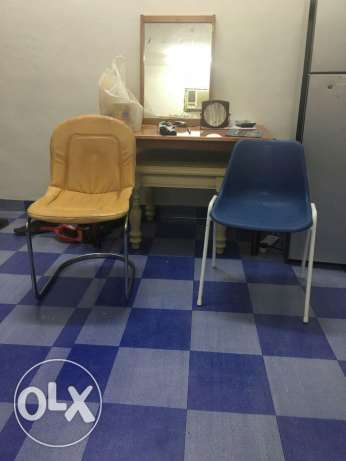 Big Table with 3side tables two chairs and a mirror in good condition. صلالة -  3
