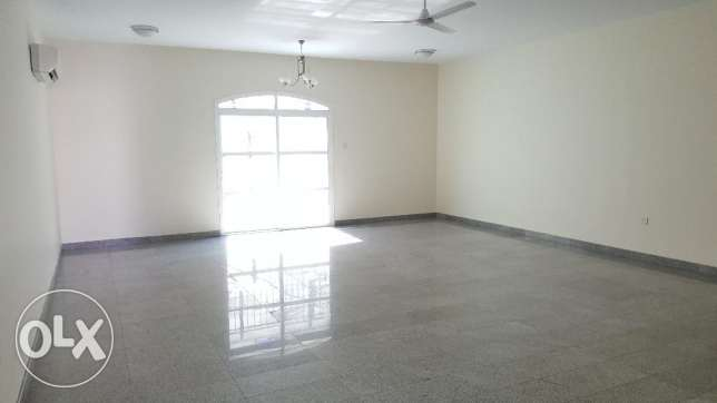 6BHK Beautiful Townhouse in Madinant Sultan Qaboos Near British Counse مسقط -  3