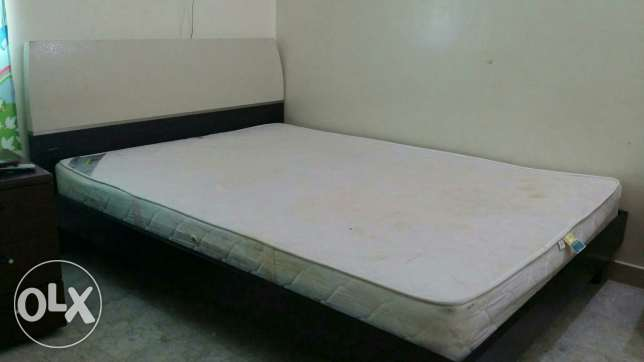 King size cot +Mattress السيب -  2