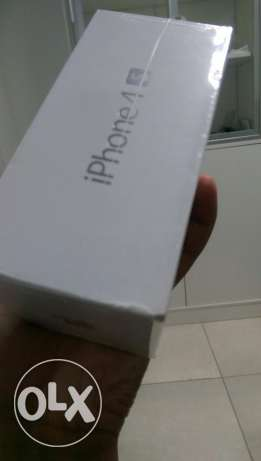 Iphone 4s 32 gb black and white مسقط -  3