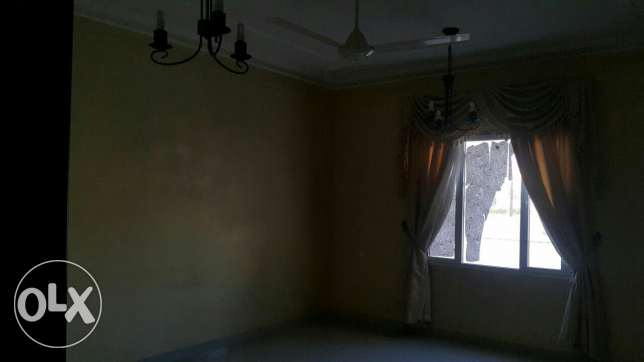 Upper Portion of Villa for rent in mawala 2mints drive city center مسقط -  6