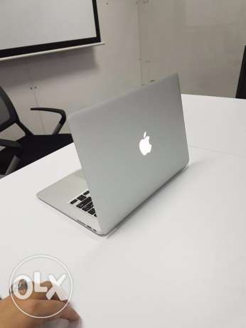 "An extremely clean MacBook Air ""like new"" with the box and everything! السيب -  2"