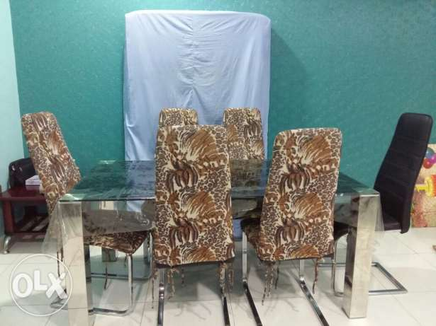 Dinning table with 6 chairs excellent condition مسقط -  3