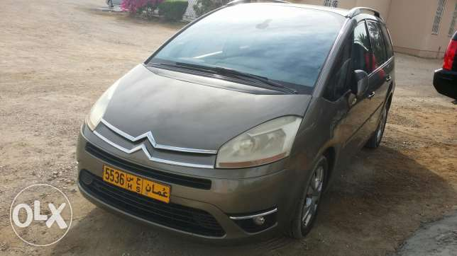 Car for sell Picasso 8 seaters مسقط -  1