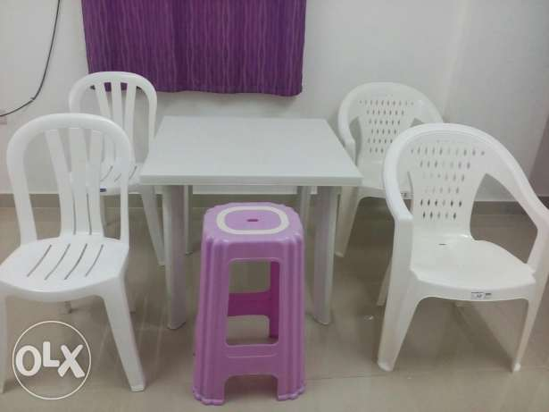 Table and five chairs السيب -  1