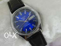 Vintage Seiko 5 Automatic Day and Date Men's Wrist Watch