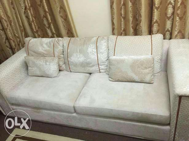 Sofa set ( 3+2+2) very good condition bought from home centre مسقط -  5