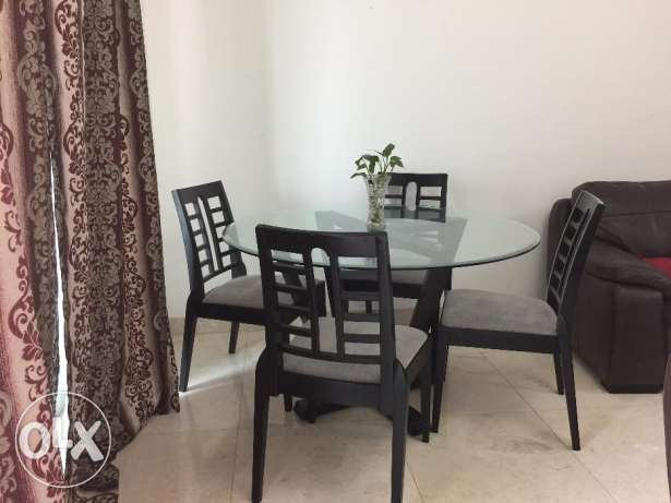 4 seater - Dining table