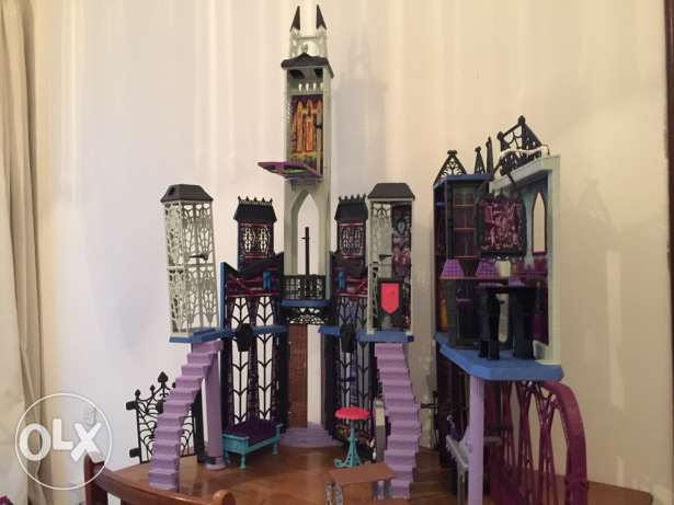 Monster High Deadlux High School Play Set مسقط -  1