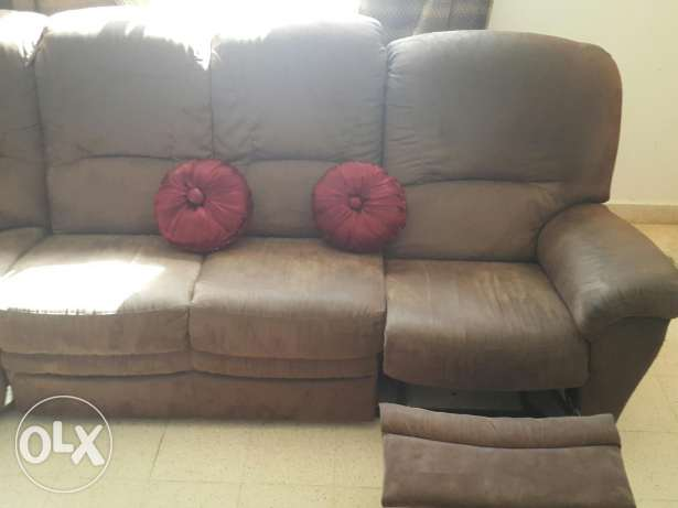 Sofa set 6 seater Corner with one built in Recliner pick up today