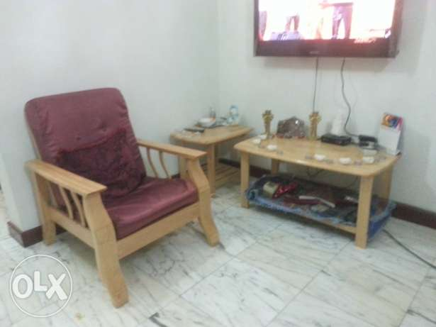 Sale of sofa set-3+2+1+1+center & side table (at wattayah) روي -  3