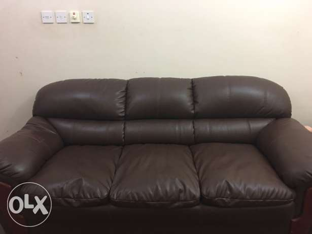 leather sofa for sell مسقط -  1