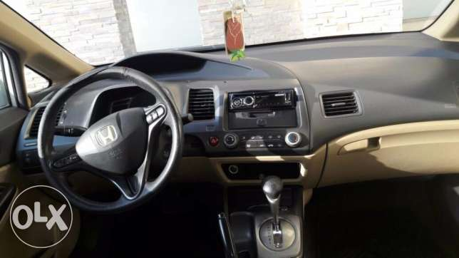 Honda Civic (2006) 1.8 White Automatic for Sale Urgently Expat Leaving مسقط -  5