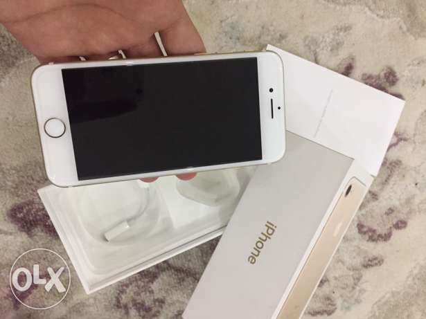 iphone 7 gold color 128GB only one month used مسقط -  1